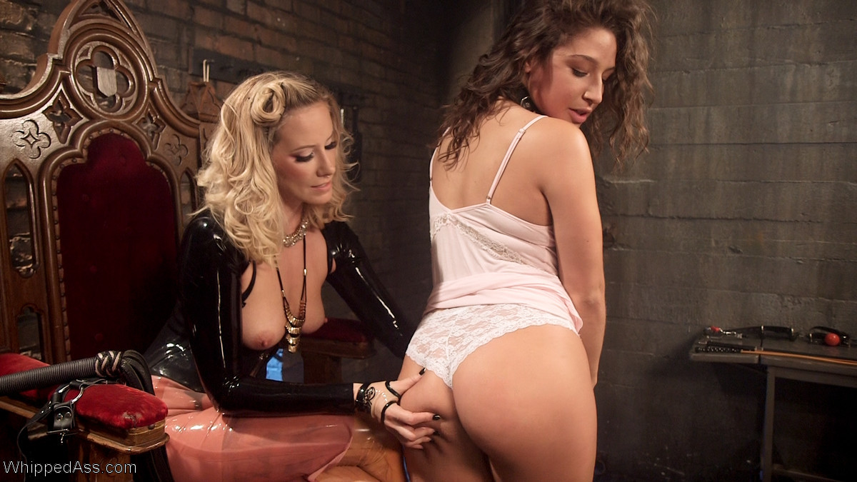19 Year Old Abella Danger Stumbles Upon Maitresse MadelineS Advertisement For H foto 1